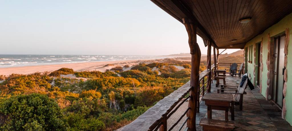 Safari lodge near the ocean