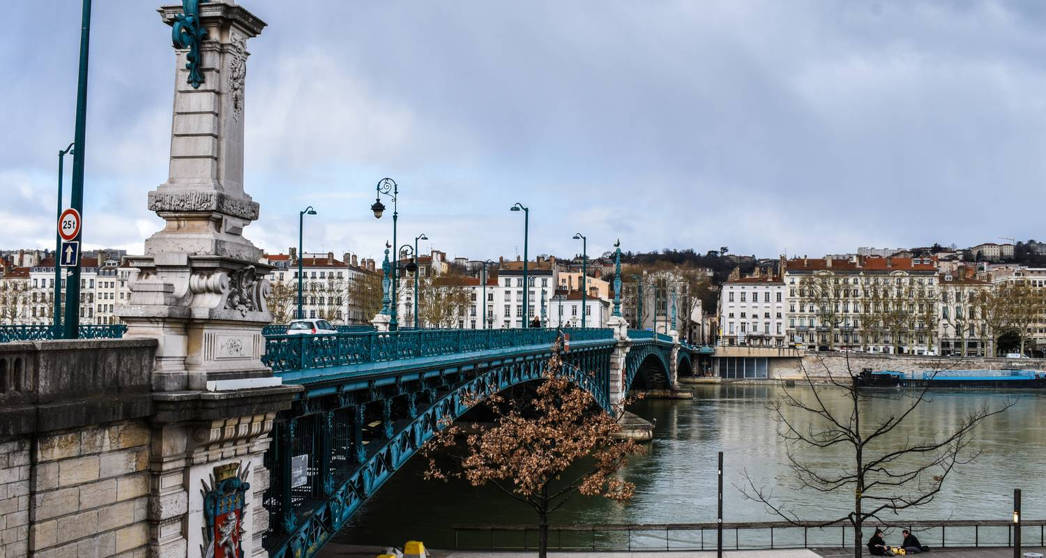 A trip to admire the beautiful scenery of the Rhône valley (port-to-port cruise) - CroisiEurope River Cruises