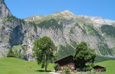 Self-Guided Classic Swiss Alps Walk Tour