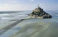 3 Days Trip to Mont Saint Michel and Loire Valley Castles - Hotel Transfers Tour