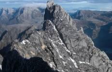 Carstensz Pyramid Tour