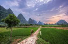 Cycling Guilin\'s Karst Peaks Tour