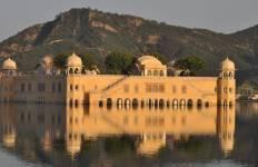 India\'s Golden Triangle with Dubai & Nepal Tour