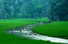 5 Tour Hanoi Package Including City Tour, Bat Trang and Halong Bay Tour