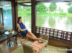 Essence of Kerala (Backwaters Experience & Relax at the Beach) Tour