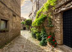 Couples Extravaganza - Stone Cities and Castles Tour