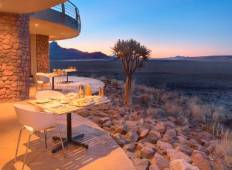 6-Day Namibia Desert and Etosha National Park (Lodging) Tour