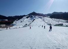 Skiing and Hot Spring 5-Day Tour in Urumqi Tour