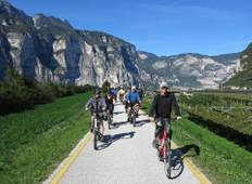 Italy\'s Veneto: Small Group Guided Bike Tour with Lake Garda and Verona Tour