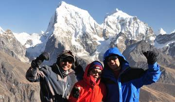 Everest Chola Pass Trek Tour