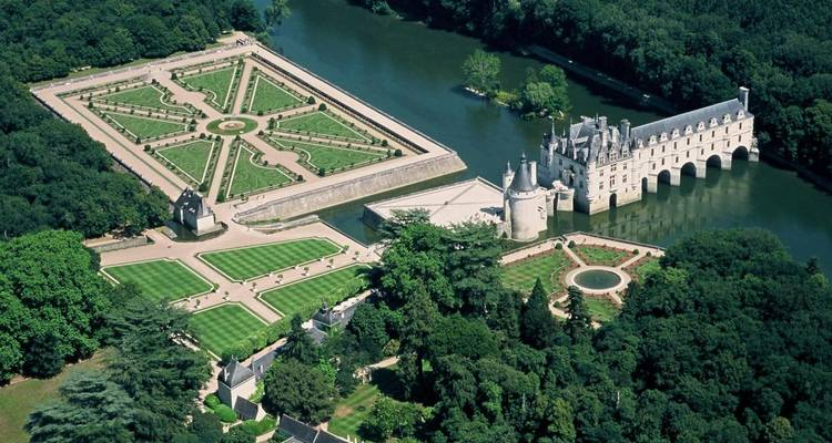 3 Days Trip to Normandy, Mont Saint Michel & the Loire Valley Castles - Hotel Transfers - PARISCityVISION
