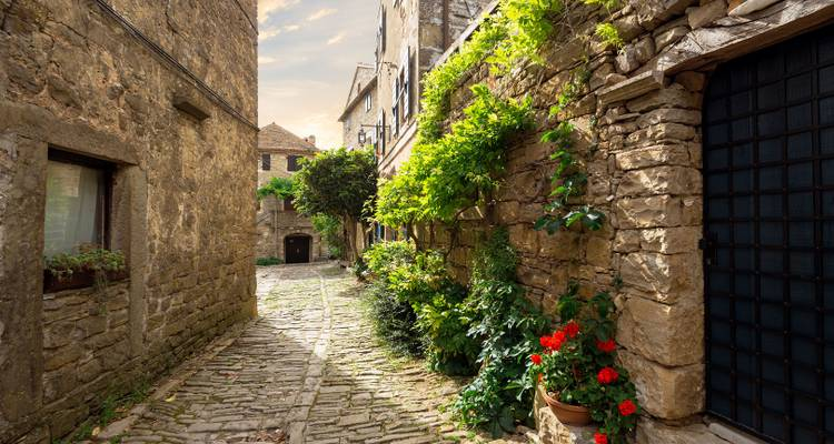 Couples Extravaganza - Stone Cities and Castles - Bookistria