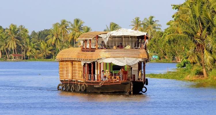Kerala Highlights with Houseboat Stay - K K Holidays N Vacations