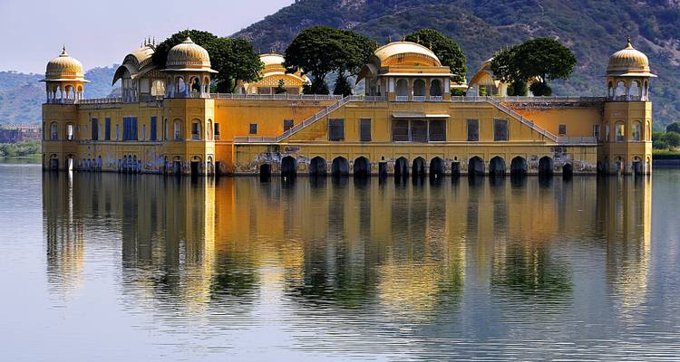 Golden triangle with the city of lakes Udaipur - Payless tours india