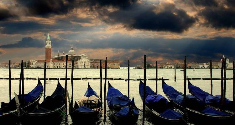 The gems of Venice and its famous Carnival (port-to-port cruise) - CroisiEurope River Cruises
