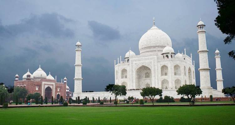 Overnight Taj Mahal and Agra Tour from Mumbai with Round-Trip Flight - Golden Triangle Tours Of India
