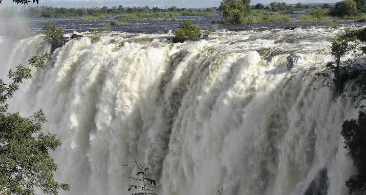 Guided Tour of the Falls-Zambia, Zimbabwe / Game Drive and Rhino Walk - African joined tours and safaris