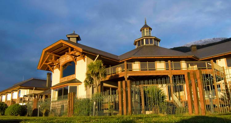 4 Days Discovery @ Aiken del Sur Park in Puerto Chacabuco - Loberias del Sur Hotel (all meals included) - Signature Tours