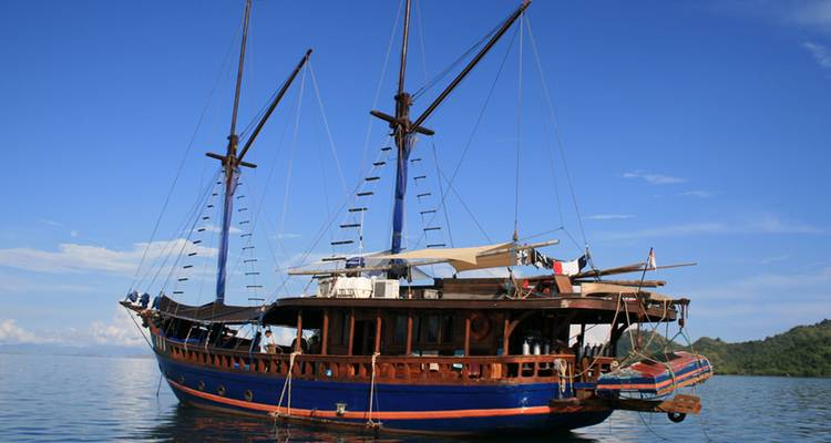 Luxury Sailing Komodo Islands - No Roads Expeditions