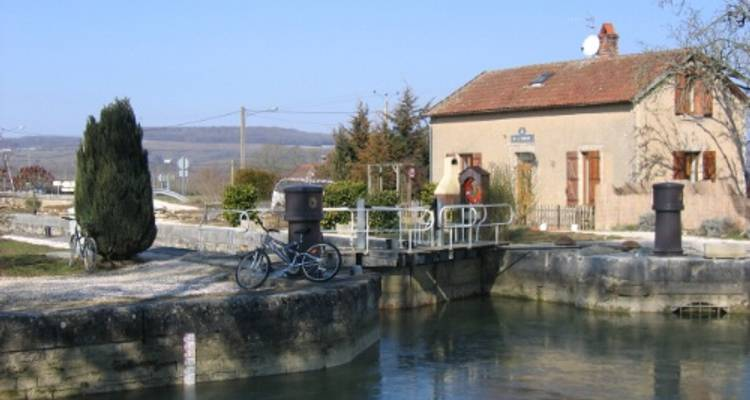Burgundy Canals and Vineyards - UTracks