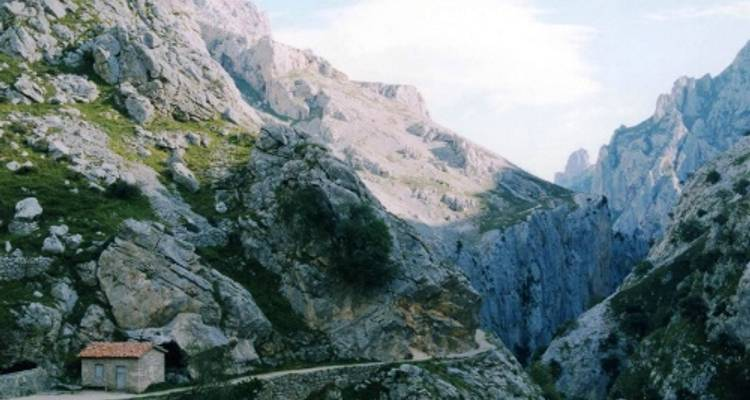 Walking in the Picos de Europa - UTracks