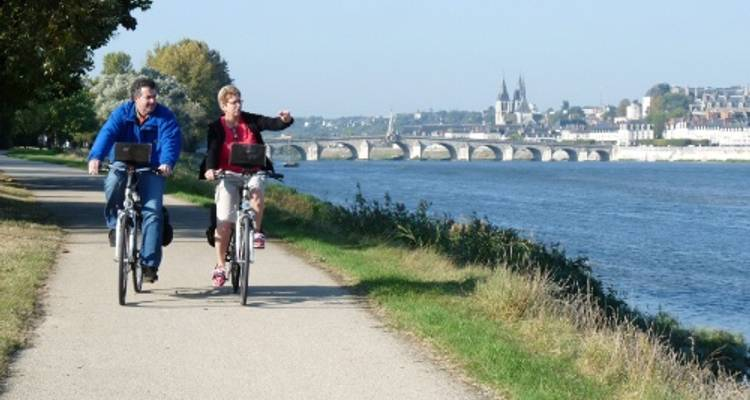 Cycle the Loire - Orléans to the Atlantic Coast - UTracks