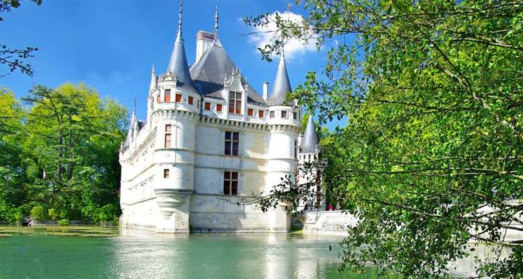 Loire Valley Deluxe - Discover France Adventures