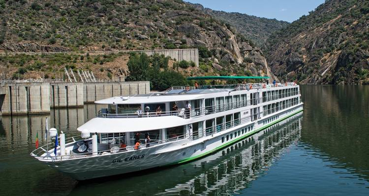 From Portugal to Spain: Porto, the Douro Valley and Salamanca (port-to-port cruise) - CroisiEurope River Cruises