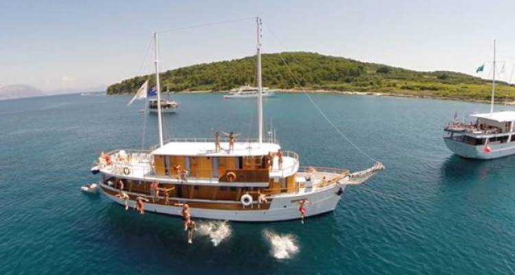 Croatia One Way Sail Dubrovnik to Split Classic Standard Below Deck - Busabout