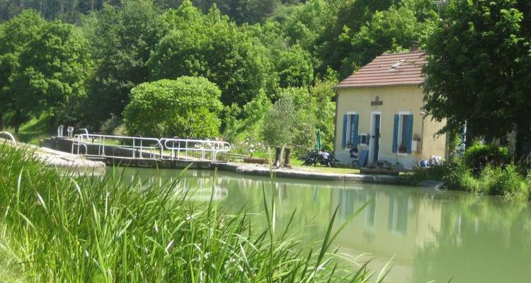 France - Burgundy Gastronomy and Wine Bike Tour - Pure Adventures