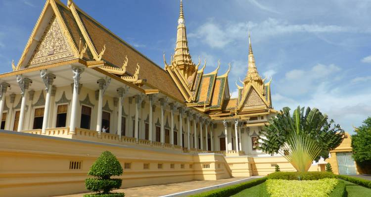 Highlights of Cambodia including Angkor Wat and Battambang - Solo Travellers Group Holidays