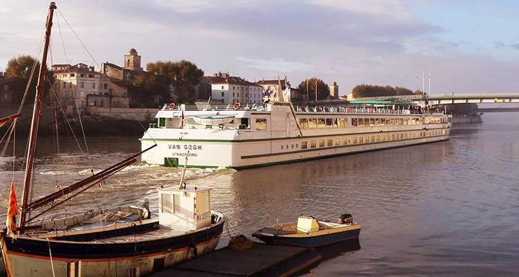 From Burgundy to Provence: Biking along the Rhône and Saône - CroisiEurope River Cruises