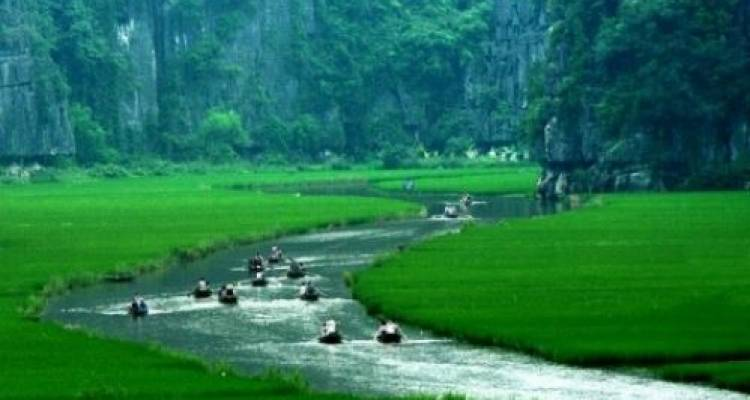 5 Tour Hanoi Package Including City Tour, Bat Trang and Halong Bay - 24h Tour